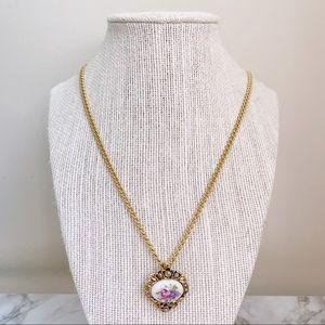 🎉5/20 SALE🎉 VTG avon Victorian pendant necklace